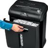 Большая извлекаемая корзина обеспечивает легкое удаление отходов